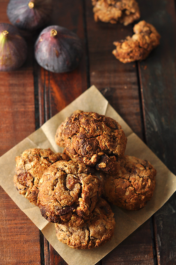 almond-fig-cacao-cookies